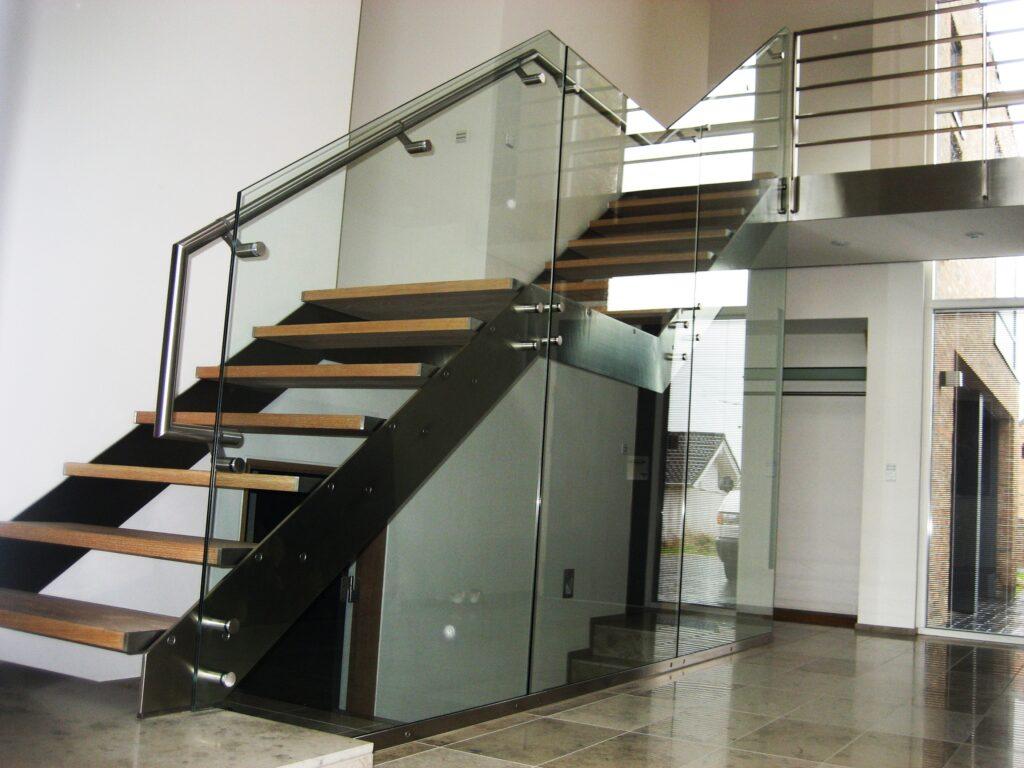 Glas trappeværn